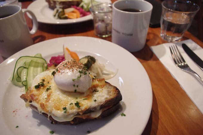緑に囲まれたさわやかな朝食時間を。「ガーデンハウスレストラン」