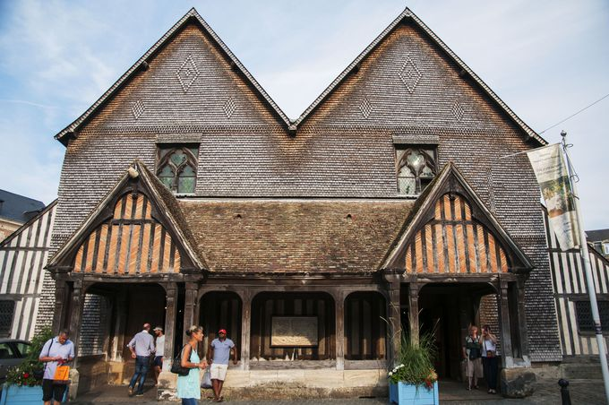 個性あふれる木造の教会「サント・カトリーヌ教会」