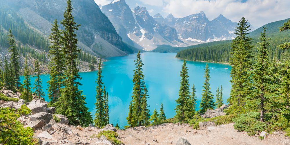 肉眼でみる湖が青すぎる!