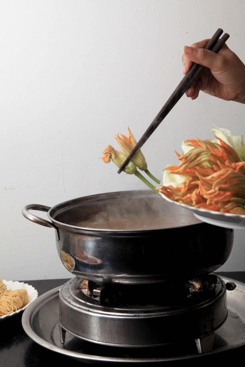 華やかな花鍋で暑気払い