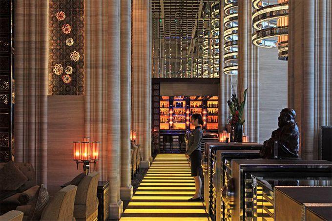 南湾湖沿いに建つエレガントなホテル