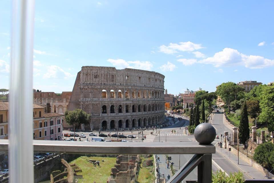 テラス席から見下ろすコロッセオの美しさ