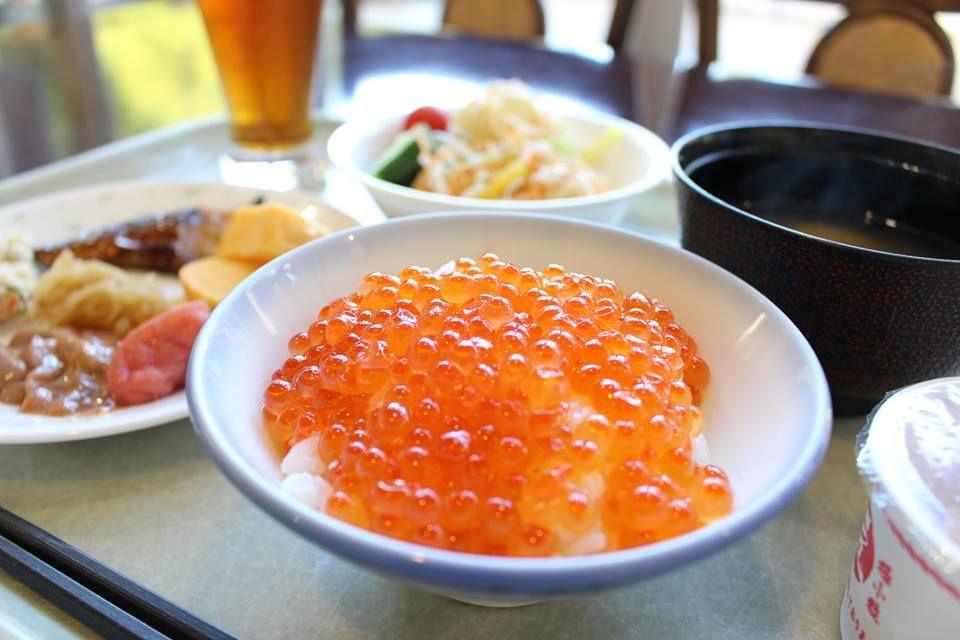 """道産いくらかけ放題!北海道の食をたっぷり楽しめる""""グルメ宿""""な一面も"""