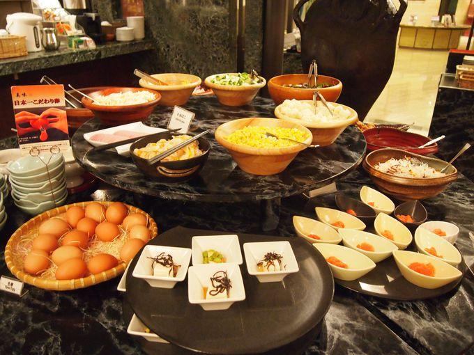 サラダから鉄板焼きステーションまで充実・ブッフェの朝食