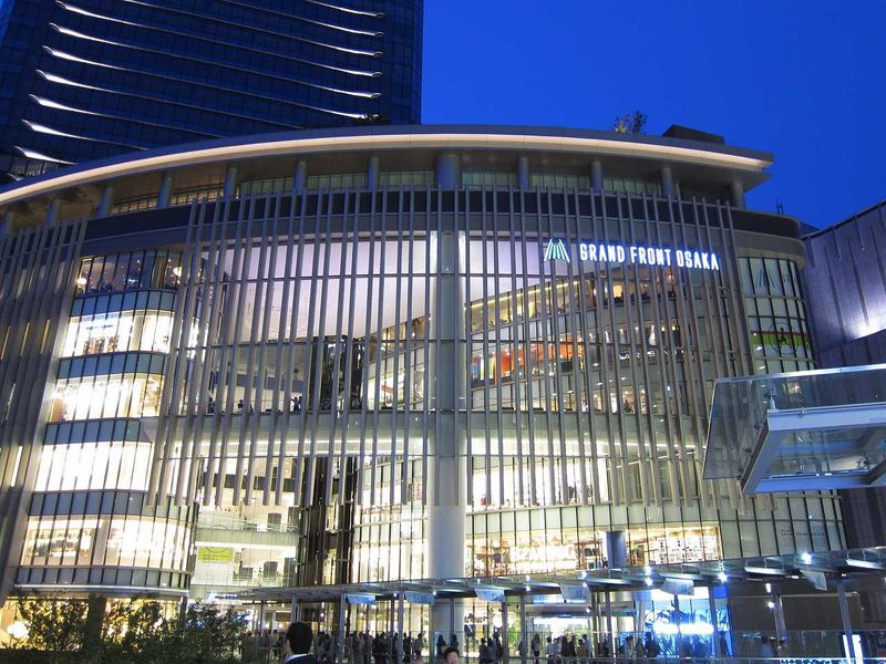 大阪の大型新名所「グランフロント大阪」のショップやグルメをめぐる。
