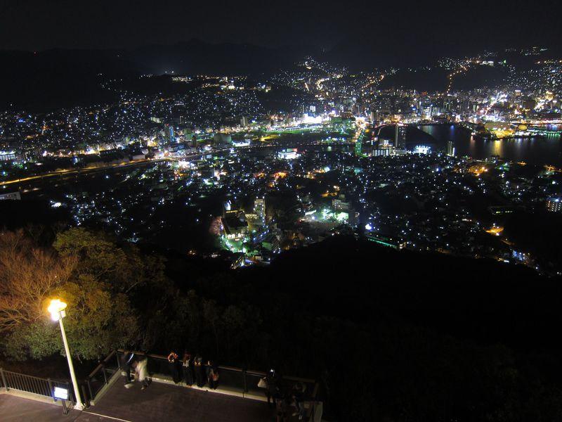 日本三大夜景のひとつ、長崎の夜景を楽しむ