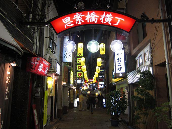 夜景を楽しんだ後は美味しいものを食べに夜の街へ
