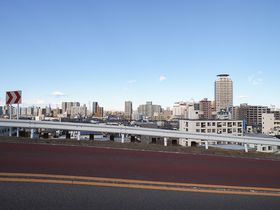 ジブリ映画「耳をすませば」の聖地、聖蹟桜ヶ丘のいろは坂を歩いてみよう|東京都|トラベルjp<たびねす>
