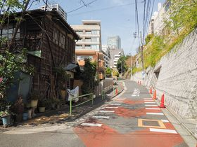 東京・麻布の狸穴坂に住んでいた狸は有名人?隠れスポット麻布狸穴界隈を歩いてみよう|東京都|トラベルjp<たびねす>