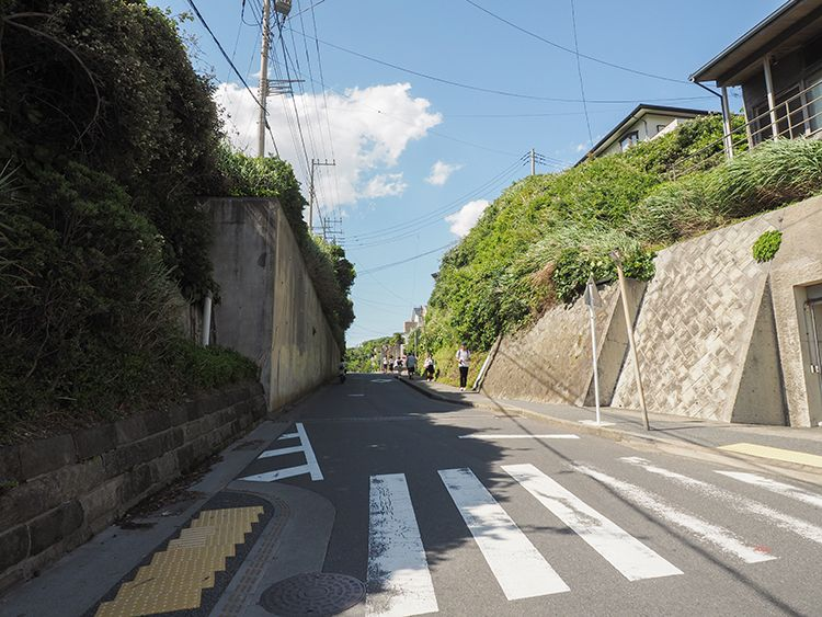 鎌倉の海へと下る日坂