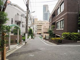 東京・田町駅すぐ 三田・潮見坂&聖坂界隈はかつての海岸線だった?