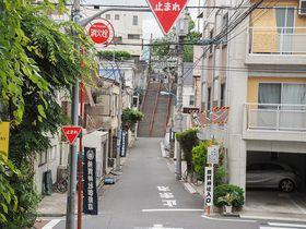 映画「君の名は。」の聖地、東京・四谷の須賀神社階段と界隈の坂道めぐり