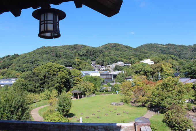 休憩所展望台から眺める五月山・池田市街地は必見