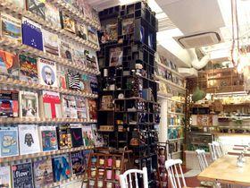 大阪・靱公園近くの「INTERIOR BOOKWORM CAFE」でハイセンスなインテリアに触れる|大阪府|トラベルjp<たびねす>