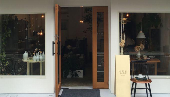 洗練された店構えと、旅行者を温かく迎え入れるしつらいに誘われます。