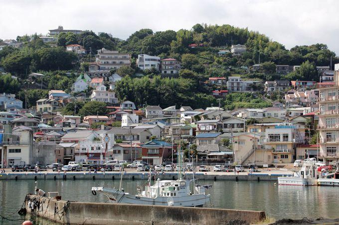 斜面に家々が建ち並ぶ景観はどこかに似てる?