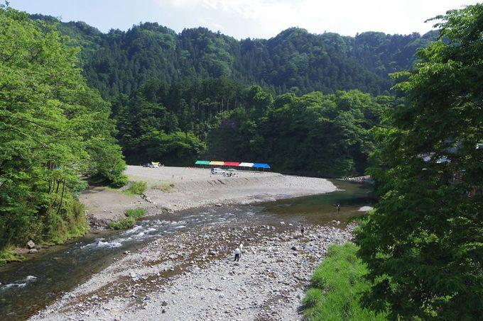 「秋川渓谷」は川遊び&バーベキューで賑わう行楽地