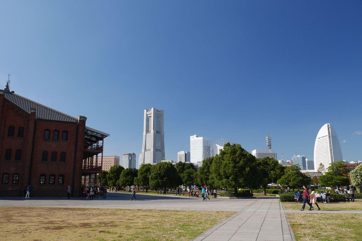 赤レンガパークから見る「みなとみらい」と「横浜三塔」
