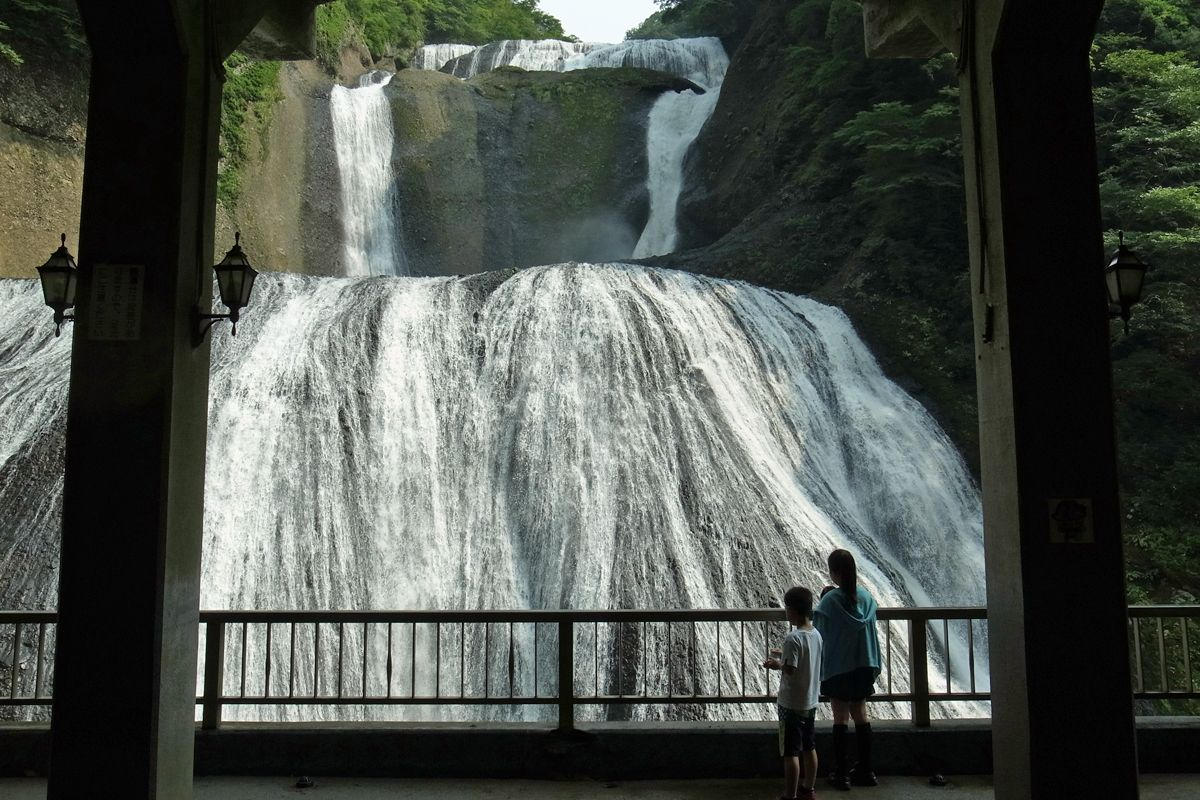眼前に迫る大瀑布!迫力がすごい!茨城県大子町「袋田の滝」