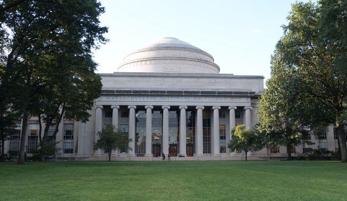 マサチューセッツ工科大学 (MIT)