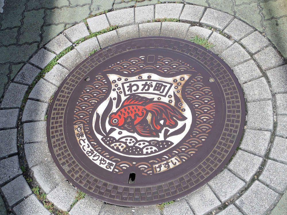 金魚の三大産地のひとつ、奈良県の大和郡山市は金魚デザインの宝庫