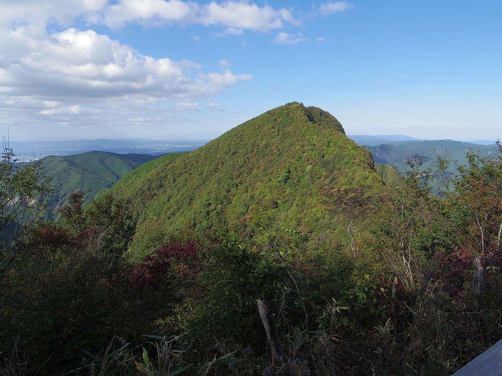ルートを伸ばすと日本三百名山の一つ「倶留尊山」へも登頂可能