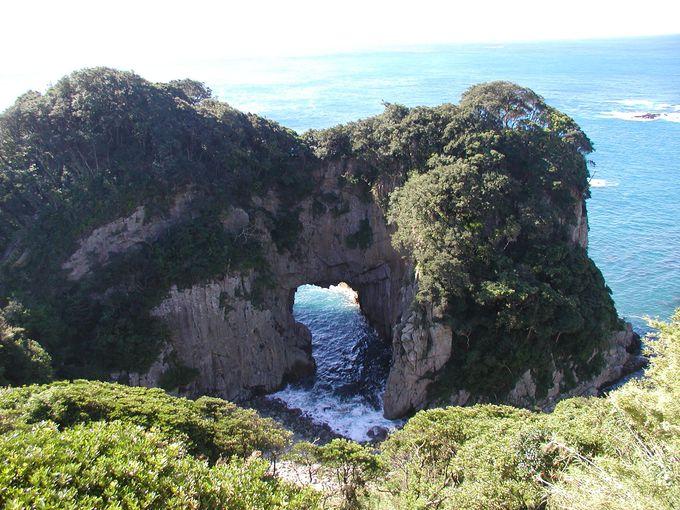 国内最大級の海蝕洞門、そして浮かぶ女神の横顔