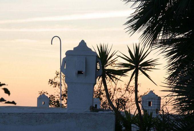 カプリ島・ローマ皇帝の夢のあと--海と花とマヨルカ焼きの小道を行く