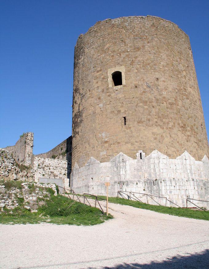 元祖カゼルタと9世紀の城