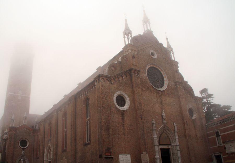 ヴェネツィアンゴシック様式:サンタ・マリア・グロリオサ・デイ・フラーリ大聖堂