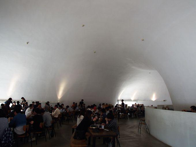 まるで洞窟!?300席ある広々とした空間