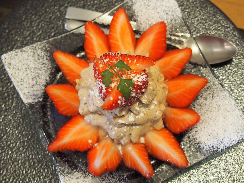 イチゴが彩る!谷中銀座「和栗や」は究極のモンブラン専門店