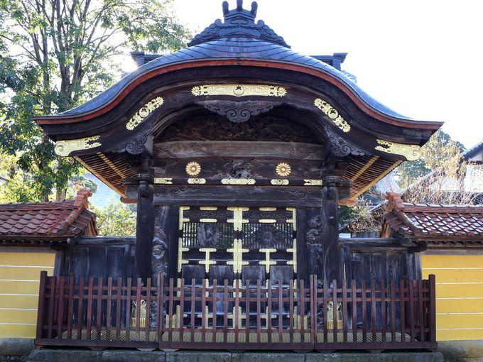 江戸時代から現代に伝わる井波彫刻と300人の彫刻師たち