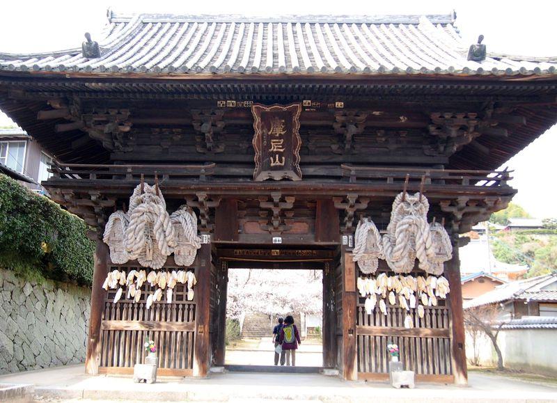 楽しい旅は脚の健康から!坂の町、尾道の「西國寺」で健脚祈願!
