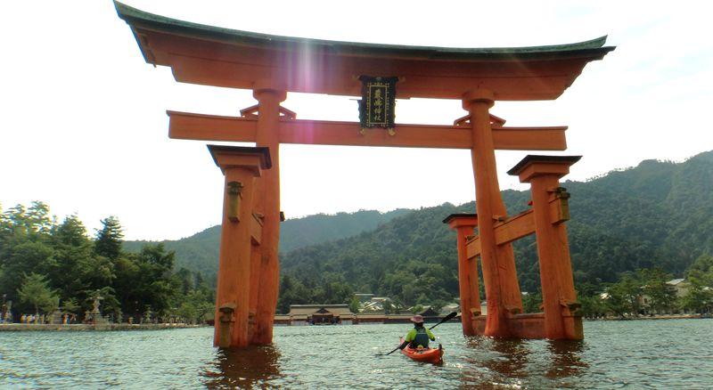 カヤックで厳島神社の大鳥居へ!広島の注目アクティビティ5選