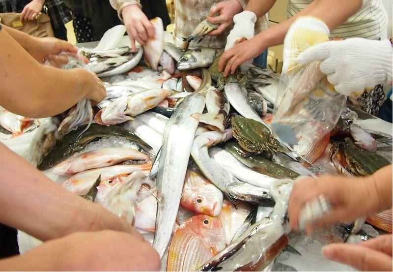 とれたて鮮魚のつめ放題!岡山県笠岡の道の駅は美味しい生鮮品が大人気!