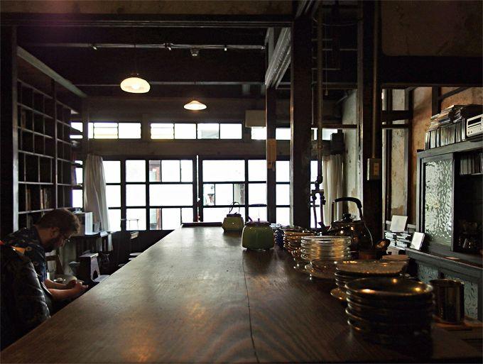 柱時計の音が時を告げる、ノスタルジック異空間「うてな喫茶店」
