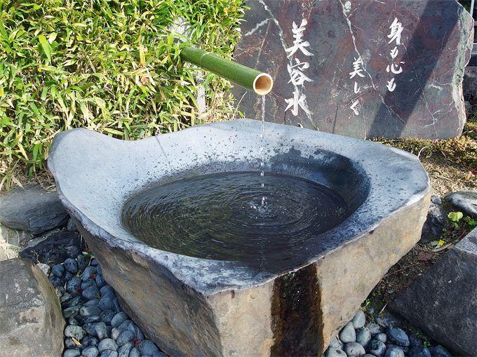 神社に湧き出る「美容水」!「美御前社」