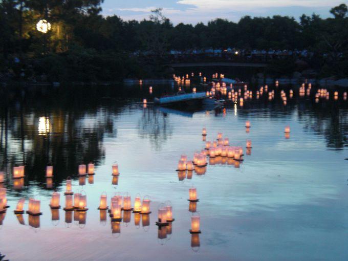 盆踊りのイベント時には灯篭流しも!