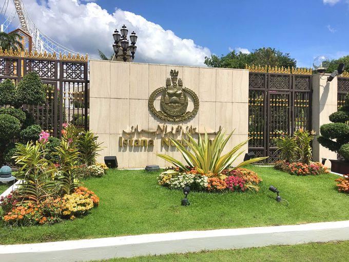 ブルネイの豊かさを示す「王宮」
