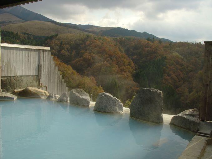 ミルキーブルーの美しいにごり湯は、冬場でも湯冷めしにくい
