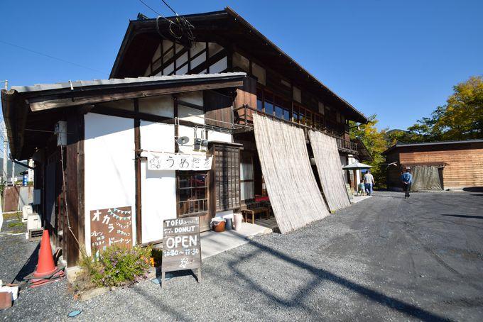 秩父鉄道「長瀞駅」から徒歩8分。古民家風の建物が目印。