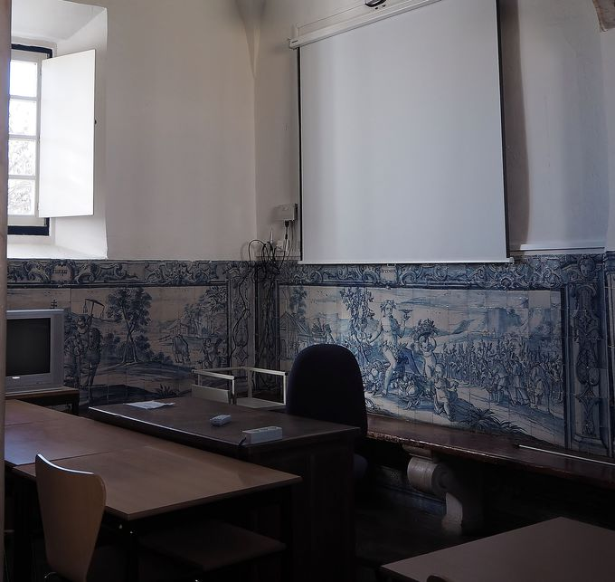 教室にもアズレージョ!「エヴォラ大学」