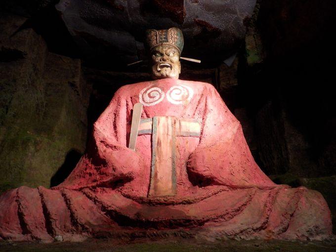地獄の世界といえば、やはりこの方!巨大な閻魔大王像