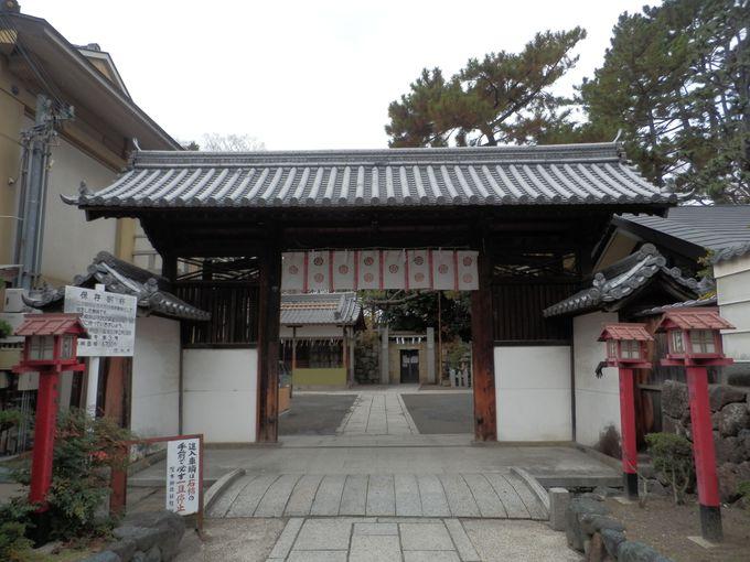 都と上方とを結ぶ交通の要衝!茨木城の隆盛をしのばせる搦手門