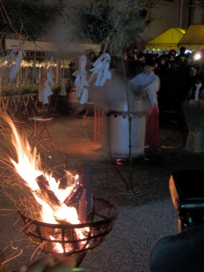 参拝者にも福を授与!祭礼の無事を祈願する「御湯立の式」