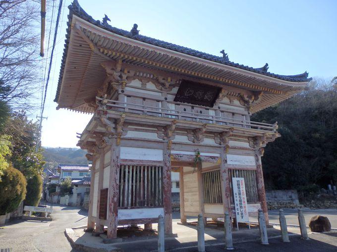 楼門としては岡山県最古!「瓶井の赤門」とも呼ばれる仁王門