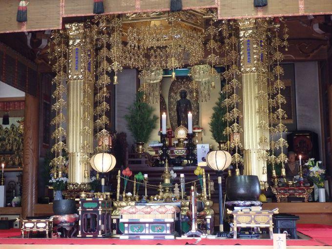 """全国唯一の仏像をかぶる""""被仏""""?弘法寺の奇祭「踟供養」"""
