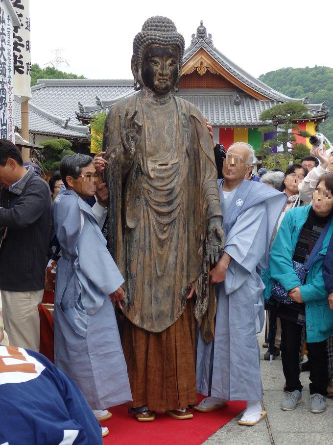 仏像の体内に人がもぐり込む!?被仏と呼ばれる阿弥陀如来