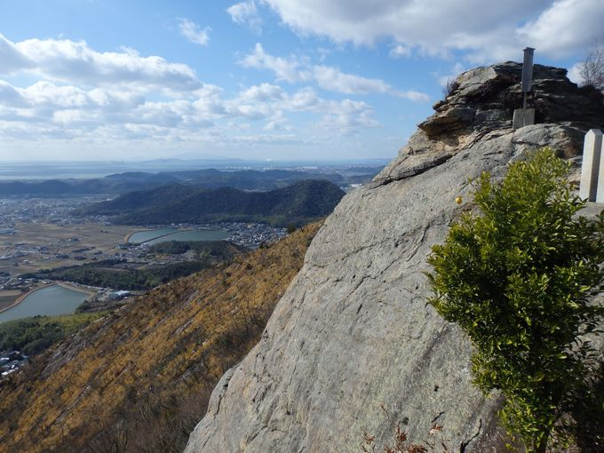 御神体から抜群の眺望を楽しもう!四国や小豆島まで見渡せる播磨灘方面